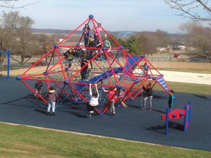 Trẻ em khuyến tật có thể dễ dàng hòa mình vào các thiết bị vui chơi bằng dây thế nào?